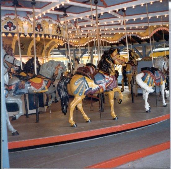 89-109-46b Idora Park Carousel orig color